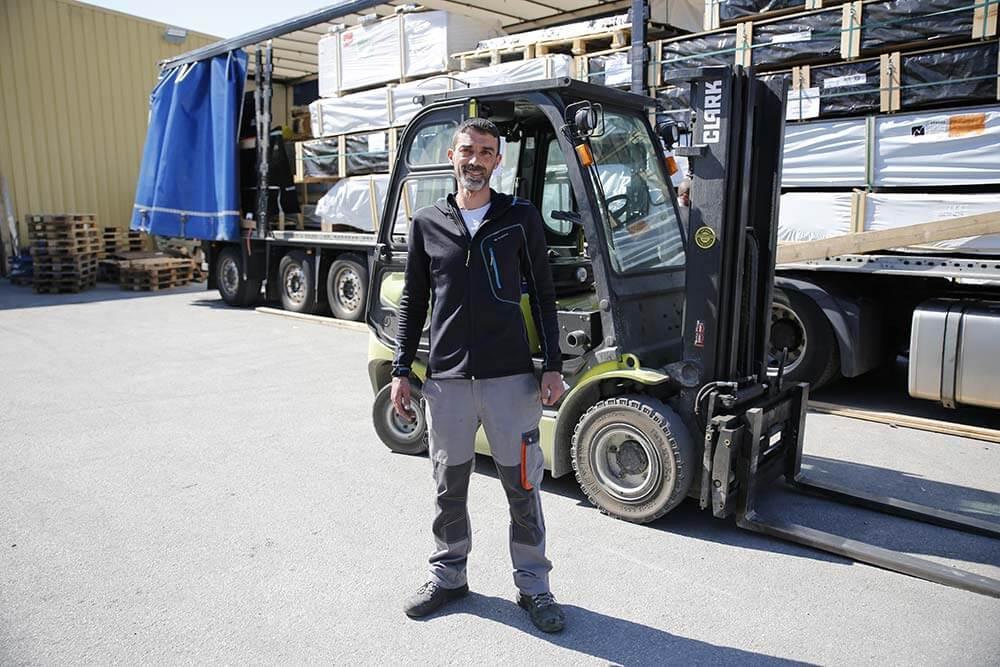 Les marchandises sont chargées dans le camion dans l'ordre des RDV en tenant compte des spécificités des marchandises