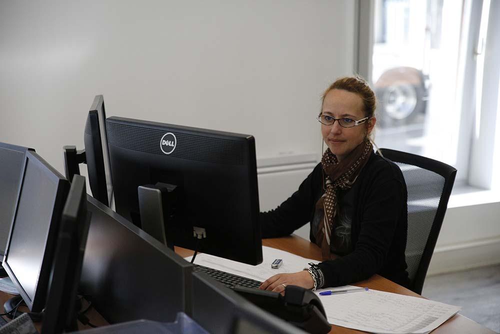 Les clients sont contactés par téléphone du mercredi au vendredi , la semaine précèdant la livraison. Un créneau de livraison d'une heure est précisé.