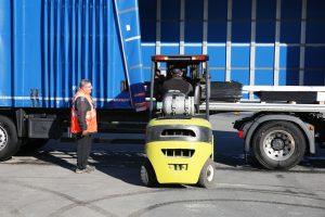 Le nouvel équipement en Speed curtain de Transports Marmeth offre un bâchage / débâchage rapide et un confort de travail pour le chauffeur.